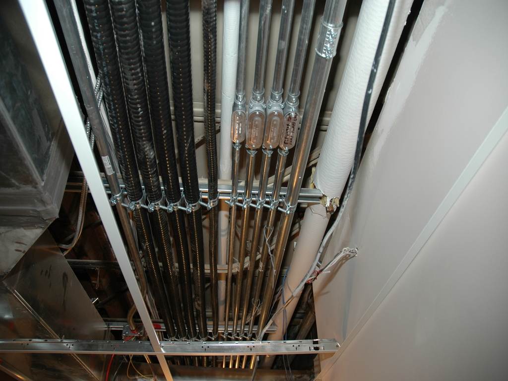 cs1_hallway_piping